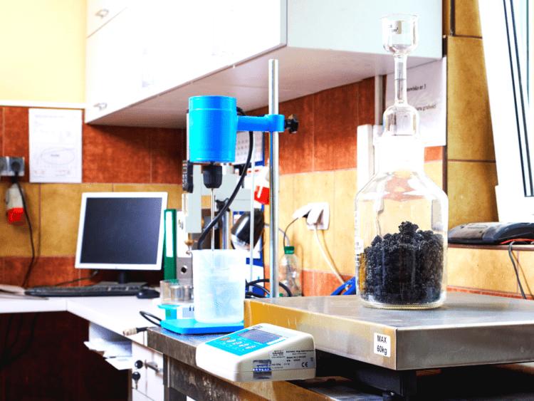 Oznaczanie gęstości MMA w piknometrze oraz jakości pyłów metodą błękitu metylenowego